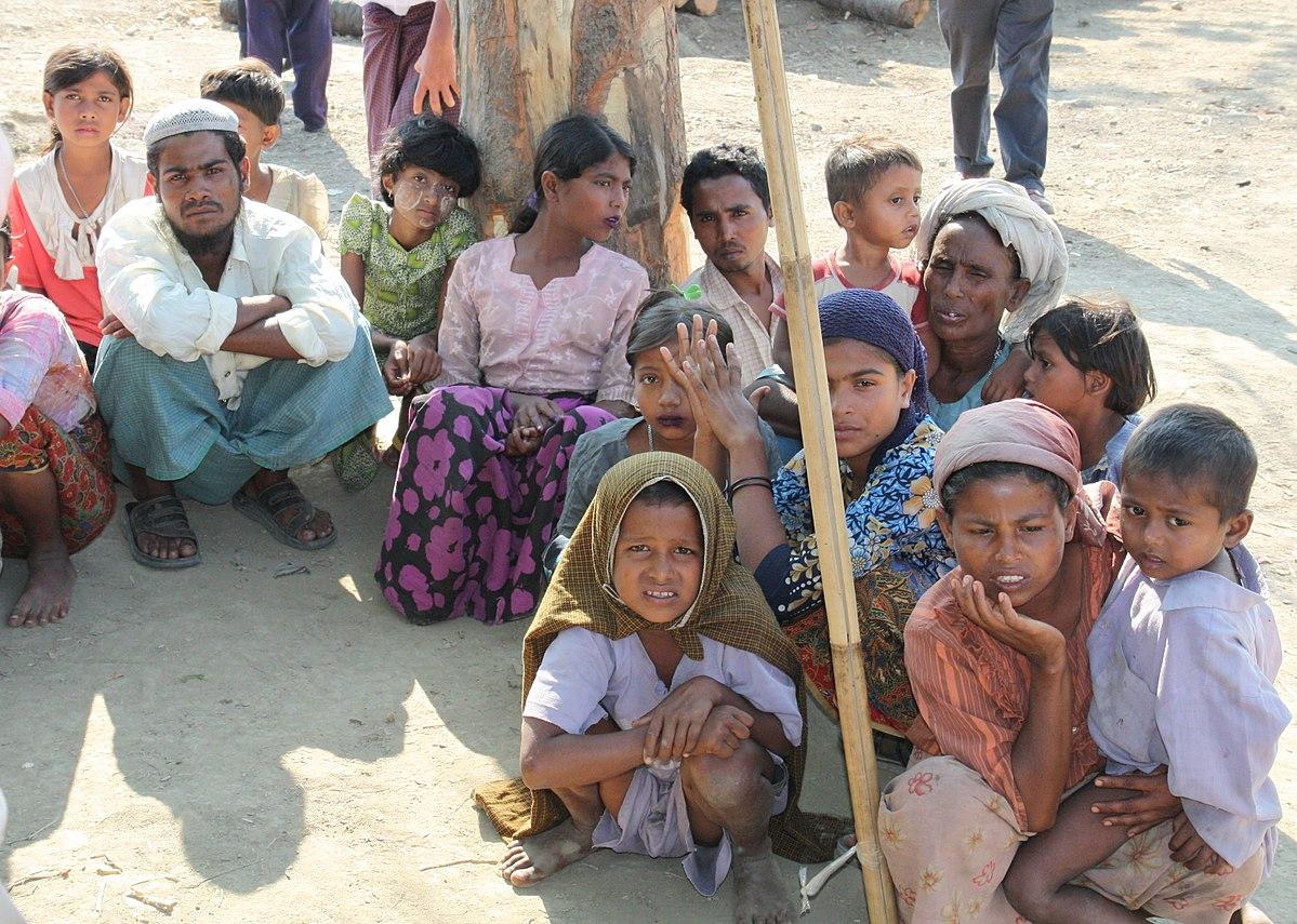 Aos apátridas Rohingya resta esperar ajuda humanitária, enquanto a comunidade internacional tenta administrar mais uma crise de refugiados.