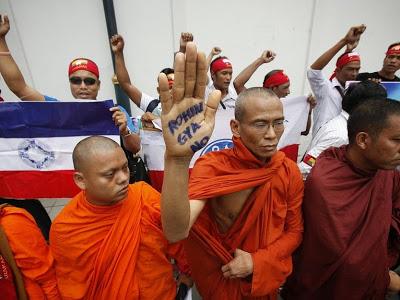 Monges budistas radicais animam a população contra os muçulmanos Rohingyas