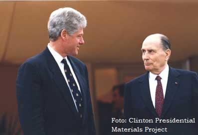 François Mitterrand (direita) e Bill Clinton, os principais atores externos da tragédia de Ruanda