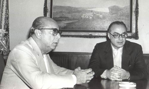 O general-presidente João Figueiredo recebe o deputado Paulo Maluf, que seria o candidato oficial à sua sucessão