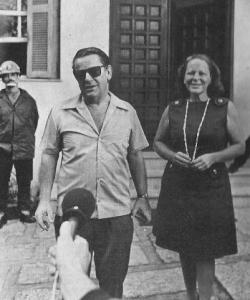 O embaixador suíço Giovanni Bucher, logo após ser libertado pelos sequestradores, em janeiro de 1971