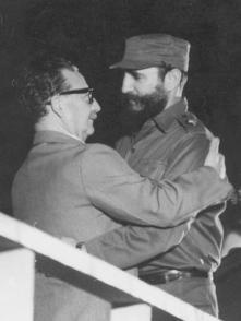 Allende é recebido por Fidel Castro, em Cuba, 13 de dezembro de 1972
