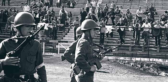 Nos meses seguintes ao golpe, o Estádio Nacional de Santiago, palco da Copa do Mundo de 1962, foi convertido em prisão política