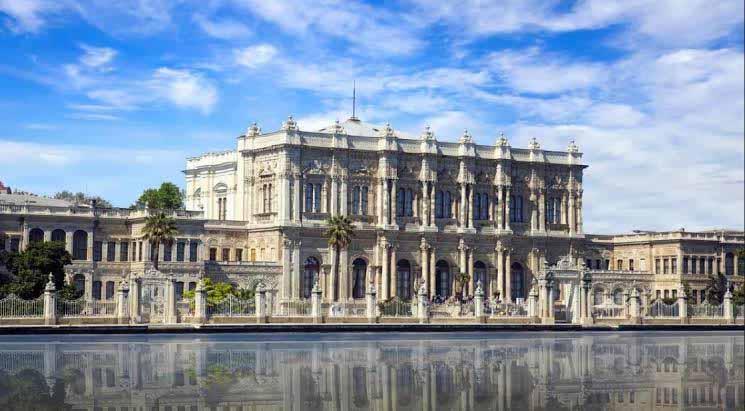 O Dolmabahce, palácio dos seis últimos sultões turcos, às margens do Bósforo, em Istambul. Erdogan sonha concentrar poderes de um novo sultão