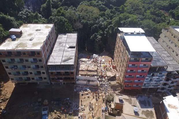 Em abril de 2019, no Morro da Muzema, Zona Oeste do Rio, desabaram edifícios irregulares construídos pelas milícias