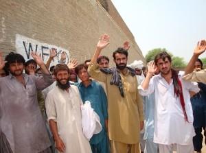 Manifestação de protesto de deslocados internos no Waziristão do Sul, em julho de 2014