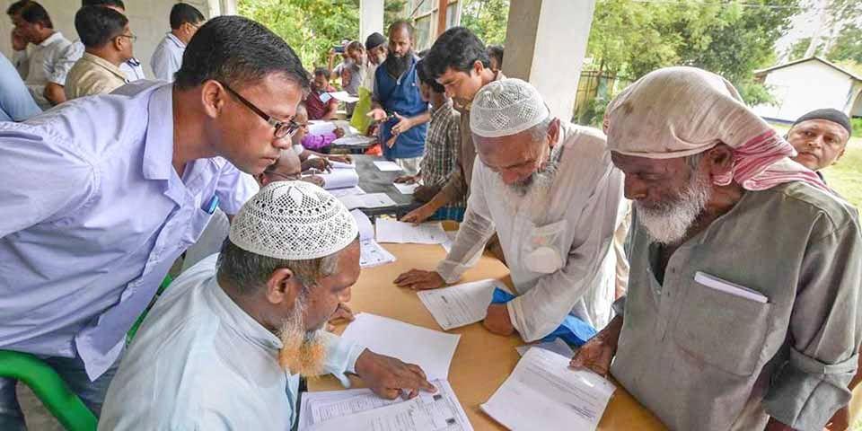 Habitantes de Assam procuram seus nomes nas temidas listas do Registro Nacional de Cidadãos