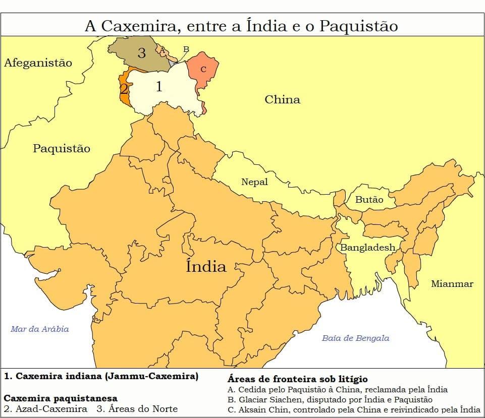 Cerca de 10 milhões de pessoas vivem em Jammu e Caxemira e três milhões na Caxemira paquistanesa. A maioria (70%) é muçulmana; o restante é hinduísta, sikh e budista. A região de terras muito férteis tem quase o mesmo do tamanho que o estado de São Paulo.