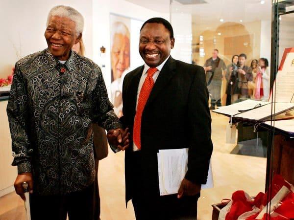Cyril Ramaphosa com Nelson Mandela, em dezembro de 2013