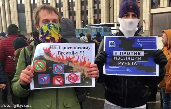 Protesto pela liberdade da internet, em Moscou, em março de 2019.