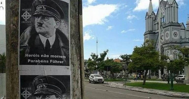 Nas ruas de Itajaí (SC), cartazes parabenizando Hitler apareceram em 2014