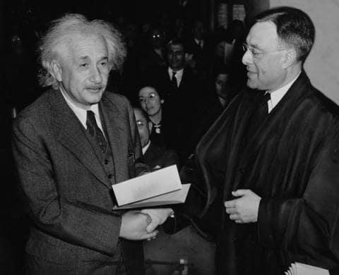 Einstein chega aos EUA