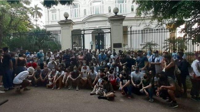 MSI em frente ao ministerio da Cultura