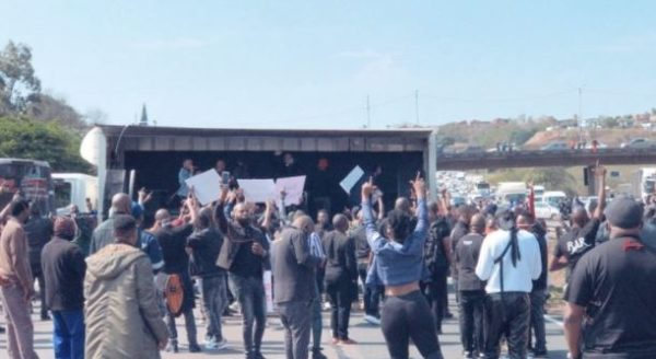 protesto de artistas durban