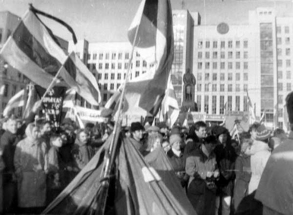 Manifestação em Minsk, 1990