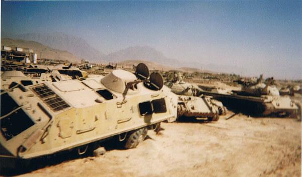 tanques abandonados no Afeganistão