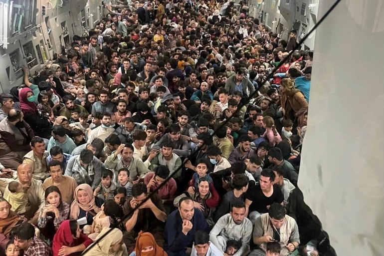 600 Refugiados no aviaõ